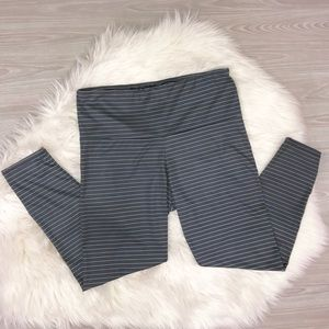 ONZIE Flow Yoga 3/4 Leggings Gray/ White Stripes L